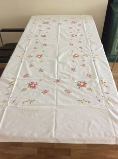 Lot of cotton tablecloths and napkins