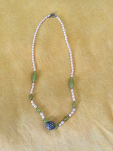 Freshwater cultured pearls, antique Tibetan silver bead, jade beads necklace