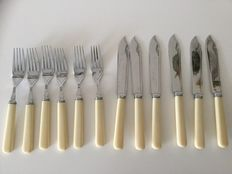 Beautiful 12 piece/6 pers. old silver plated fish cutlery - in original box