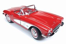 Auto World - Scale 1/18 - Chevrolet Corvette 1961