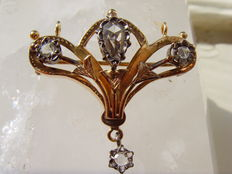 Gold Art Nouveau pendant/brooch with rose cut diamonds, circa 1900–1910