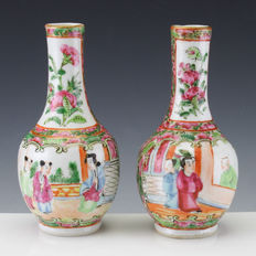 Set of two Chinese 'Cantonese' porcelain bottle vases - China - ca 1900