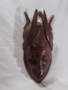 A great mask African, heavy solid wood.