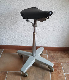 Nice industrial stool of a hairdresser/hairdresser stool, 1960s