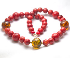 Red coral and baltic amber necklace, 18 kt gold clasp, 44 cm long
