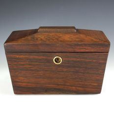 Georgian rosewood casket shaped tea caddy with key - England - 1st quarter 19th century
