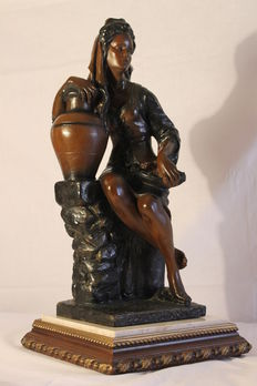 Sculpture in bronze on white marble - 11 kg - 53 centimetres (20.8 inches)