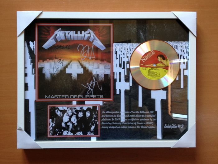 "Metallica Platinum Plated CD  Display "" Master Of Puppets "" Including 4 Signatures"