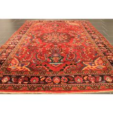 Beautiful old handwoven Persian carpet Sarough Saruk made in Iran, 230 x 180 cm
