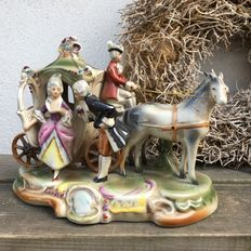 Lippelsdorf porcelain carriage with figures