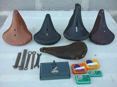 Batch of 5 bicycle saddles + different tools