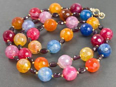Multi-color necklace with Bohemian garnets and agate in 18 kt gold clasp - 56.5 cm