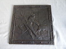 Cast iron fireplace plate with an image of the soldiers from the period of Napoleon