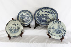 Lot with four pieces of porcelain – China – 18th century