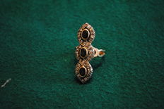 Gold ring with three black sapphires and 38 rosettes of diamonds