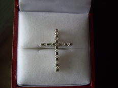 14 kt White gold cross with Diamonds, 0.33 ct – 2.2 x 1.6 cm