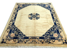 Fantastic Imperial Chinese rug: Ming Beijing antique finish measuring 310 x 250 cm.