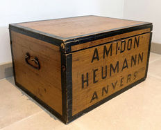 "Beautiful old paste box with beautiful patina. Marked with""Amidon Heuman, Anvers"", from the 1920s"