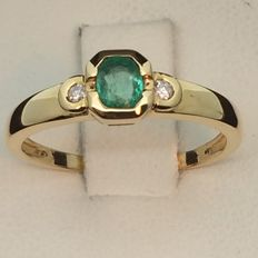 750 gold ring, emerald and diamonds. Size 54.