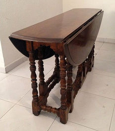 English Oak 8-leg table, begin 20th century