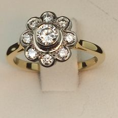 Ring in 750 gold and diamonds. Size 55.
