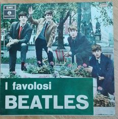 """The Beatles. Lot of 2 Rare pressings. """"I FAVOLOSI BEATLES"""" italian Press 1970 & """"ST PEPPER'S LONELY HEARTS CLUB BAND"""" japan Press 1974 with obi."""