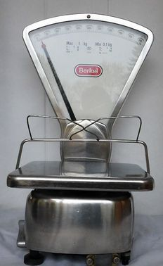 Beautiful Berkel weighing scale - Type 0 - with cone holder