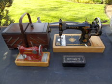 Singer 28K sewing machine (1912). Children's sewing machine.  Sewing box.  Singer fittings.