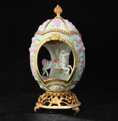 Franklin Mint - Light green Faberge Carousel Egg