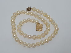 Classic 8 mm saltwater pearl necklace with a 19th Century gold clasp