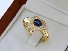 18 kt gold ring with sapphire and diamonds - ring size: 56 - easily adjustable.