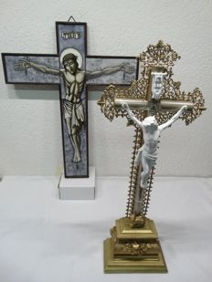 2 wooden crucifix: with stained glass opaline glass and marked porcelain corpus - 45/48 cm high - the Netherlands - 1950/1960