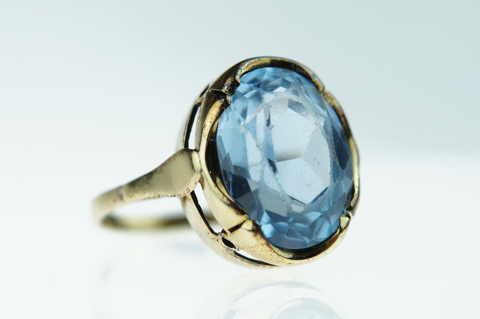 14 kt gold women's ring set with blue topaz, ring size 16.25