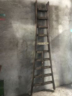 Very decorative old oak wooden extension ladder (2.80 m), first half of the 20th century, Dutch