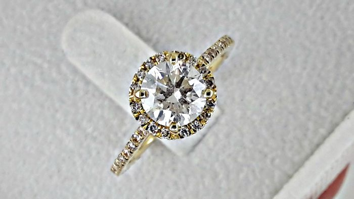 1.74 ct round diamond ring made of 14 kt yellow gold - size 7