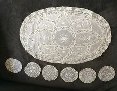 Oval doily + 6 coasters - embroidered batiste and Valenciennes lace - first half of the 20th century