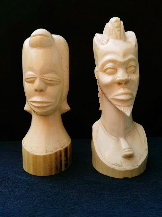 African couple in antique ivory - Congo