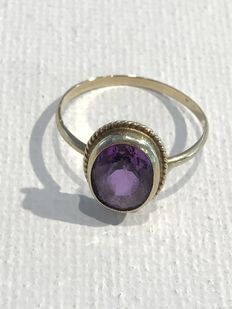 14 kt gold ring with amethyst stone, oval cut – Ring size: