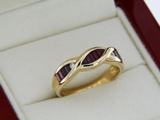 Ring in 18 kt yellow gold with rubies and diamonds, ring size: 59 – Easily resizable.