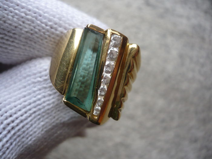 Large band ring in 18 kt gold with tourmaline and topaz – diameter: 20 mm