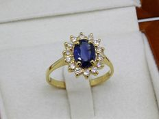 Yellow gold ring in 18 kt with 1.60 ct sapphire and 0.48 ct diamonds - Ring size: 56 - easily adjustable.