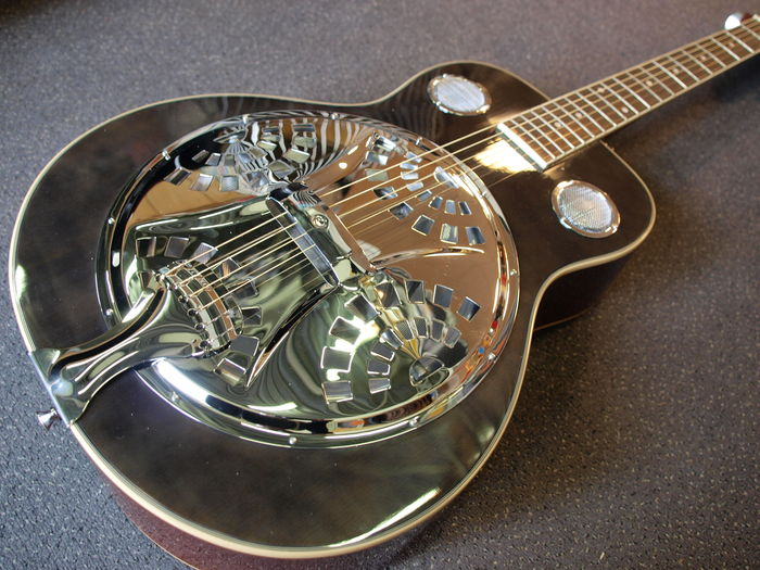 New Spider Resonator, colour Blackburst, with bag, dobro model