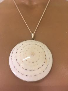 925 Silver pendant on a necklace with a spiral cone shell - diameter 6.1 cm - necklace 50 cm