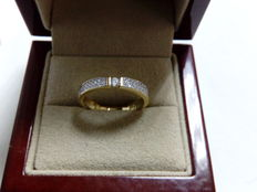 Ring in 18 kt gold with diamonds. Size: 18.