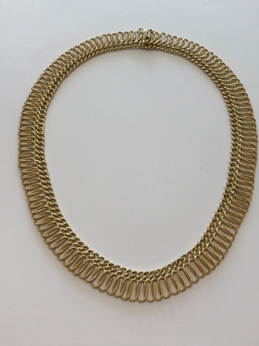 Necklace in 18 kt gold – open necklace length: 25.60 cm