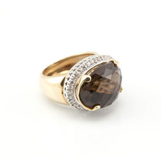 18 kt/750 yellow gold – Zirconias – Cut brown quartz – Ring size: 13 (Spain)