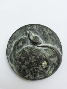 Carla Klein for the Association for Medal Art – Bronze medal: Willy the Naughty Cat