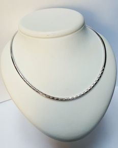 14 kt white gold Omega necklace with 25 brilliant cut diamonds. Grams, 42 cm