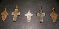 5 beautiful medieval bronze crosses - 14th/18th century