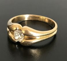 19th century bangle ring in 18kt yellow gold with a solitaire diamond of 0.6 carats, H/VS, Low reserve